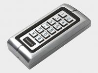 Антивандальная кодовая клавиатура KEYCODE для управления автоматическим устройством. Может быть использована как внешняя клавишная панель или устройство считывания проксими-карт.