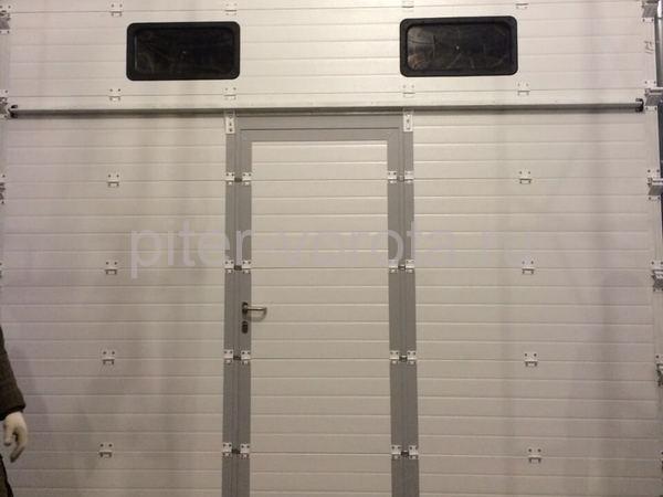 Промышленные подъёмно-секционные ворота в Выборге