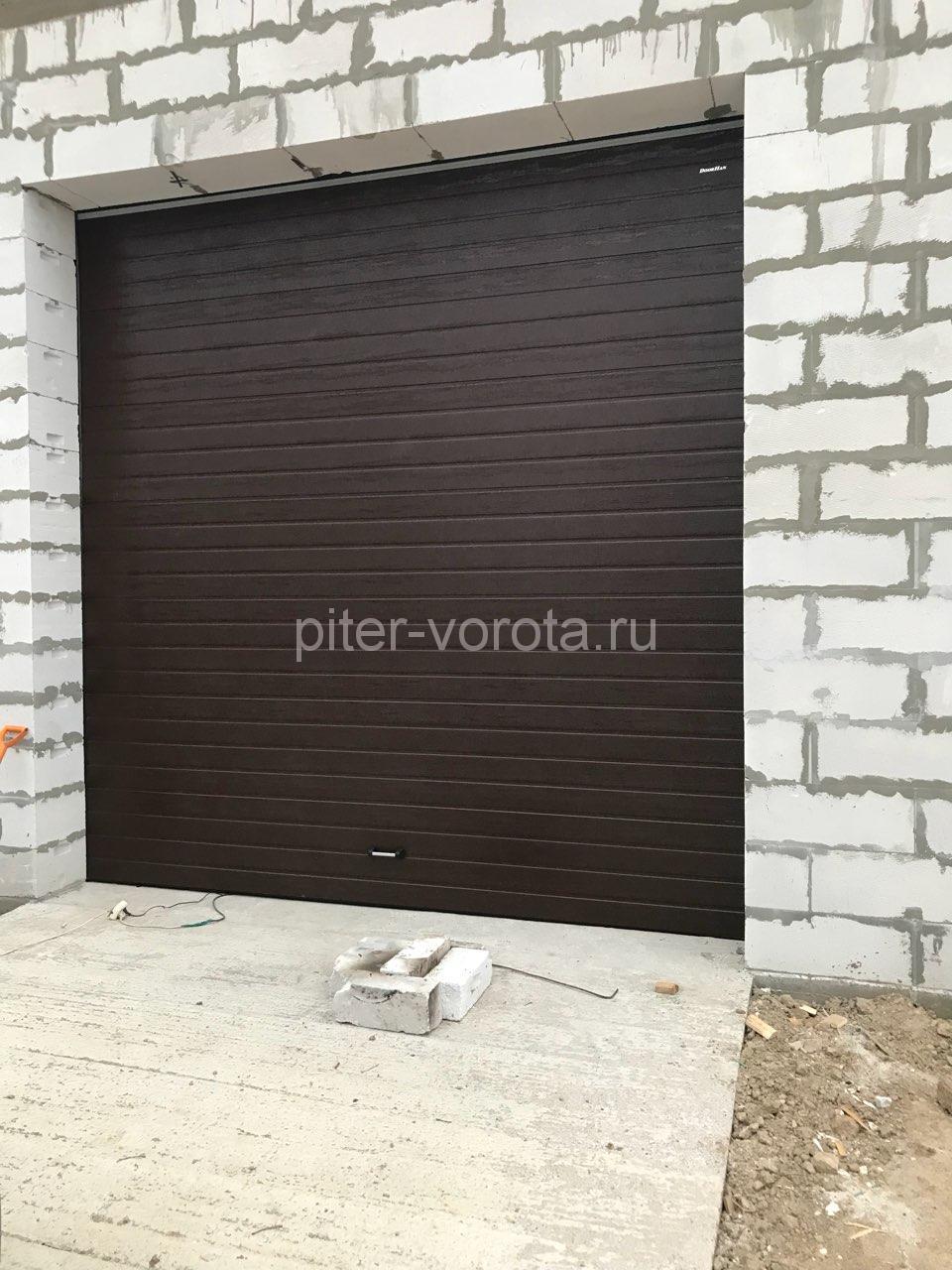 Гаражные подъёмно-секционные ворота Doorhan RSD02 в Русско-Высоцком