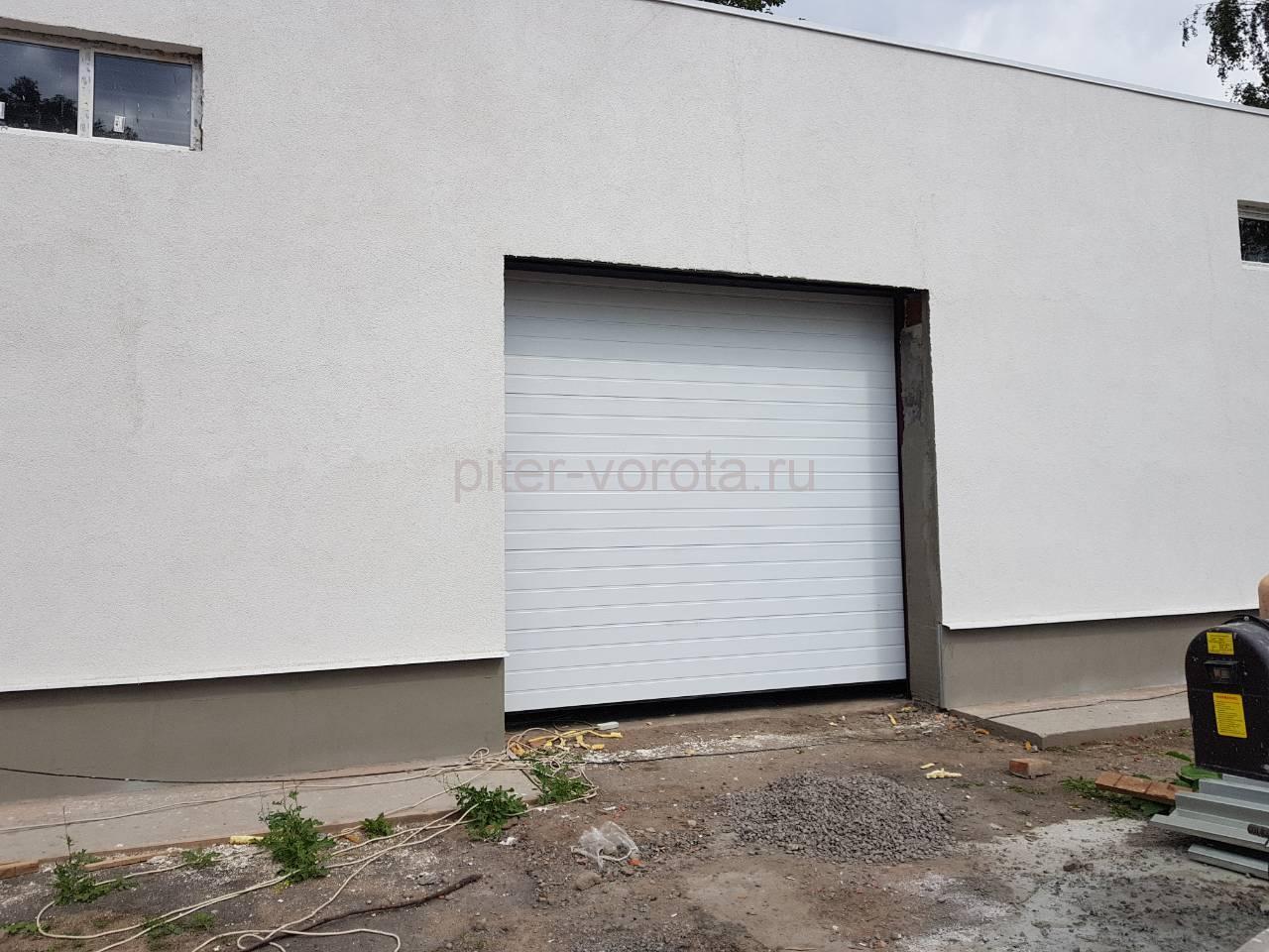 Гаражные подъёмно-секционные ворота Doorhan RSD02 на ул. Салова 44