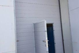 Ворота промышленные подъёмно-секционные Doorhan серии ISD01 в Пикалёво фото 3 после