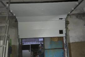 Ворота промышленные подъёмно-секционные Doorhan серии ISD01 на Левашовском шоссе фото после