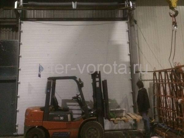 Промышленные подъёмно-секционные ворота в Ржевке