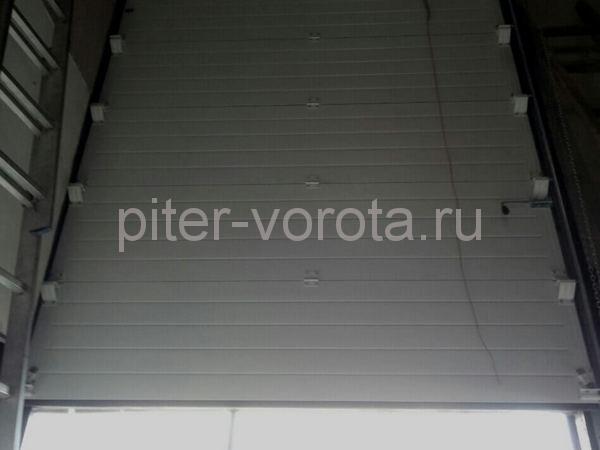 Промышленные подъёмно-секционные ворота на ул. Салова 52
