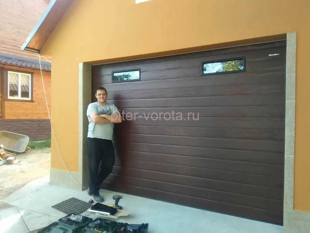 Гаражные подъёмно-секционные ворота на ул. Свердлова
