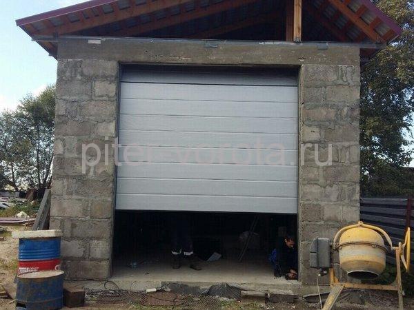 Гаражные подъёмно-секционные ворота в Ям-Ижоре