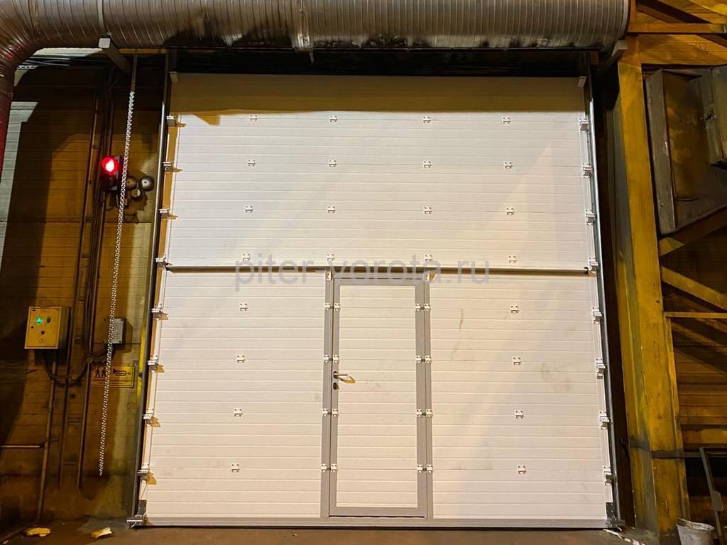 Ворота промышленные подъёмно-секционные DoorHan ISD01 4220х4260 мм в Колпино