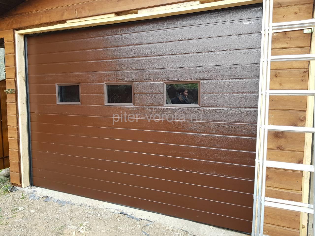 Гаражные подъёмно-секционные ворота Doorhan RSD01 в Крутом ручье