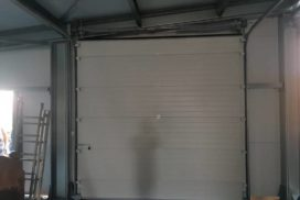 Два комплекта гаражных подъёмно-секционных ворот на пр. Александровской Фермы, фото 2