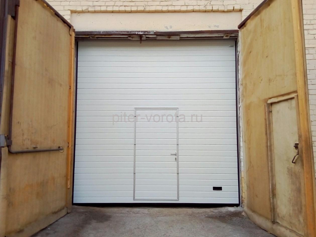 Промышленные подъёмно-секционные ворота Alutech Protrend в Петрозаводске