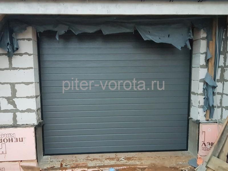 Гаражные подъёмно-секционные ворота Alutech Classic в Токсово