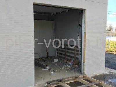 Промышленные подъёмно-секционные ворота DoorHan ISD01 в Корабицино, фото 1
