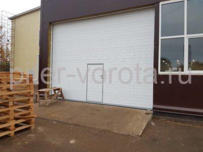 Промышленные подъёмно-секционные ворота DoorHan ISD01 в Отрадном, фото 1