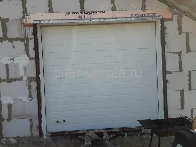 Гаражные подъёмно-секционные ворота DoorHan RSD02 в Аро