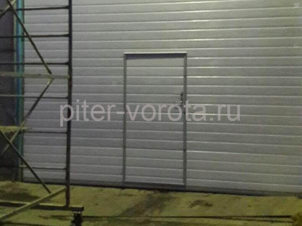 Промышленные подъёмно-секционные ворота на ул. Софийской
