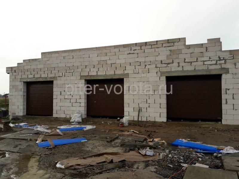 Гаражные подъёмно-секционные ворота Hormann RenoMatic в Аннино