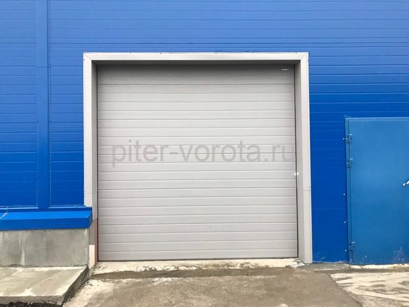 Четыре комплекта промышленных подъёмно-секционных ворот DoorHan ISD01 и гаражных RSD02 в Мурино