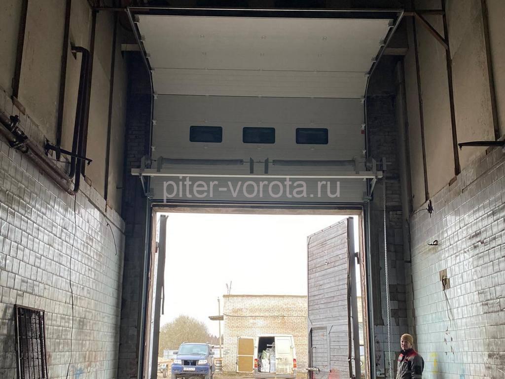 Ворота промышленные подъёмно-секционные DoorHan ISD01 в д.Кривко