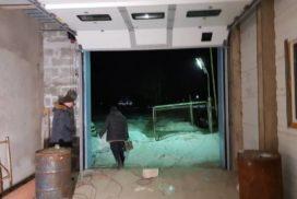 Промышленные подъёмно-секционные ворота DoorHan ISD01 в Киришах, фото 3