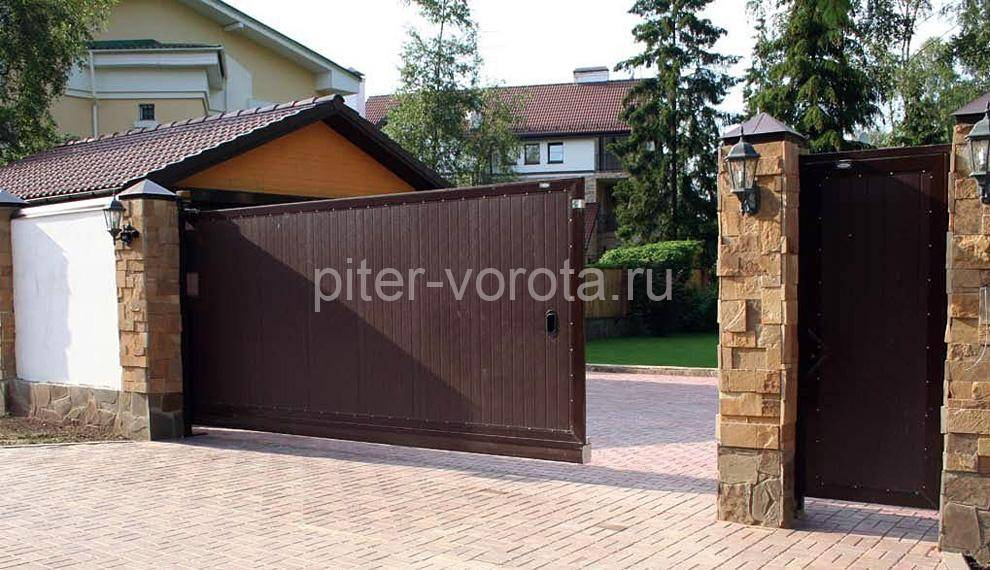 Откатные ворота для загородного дома