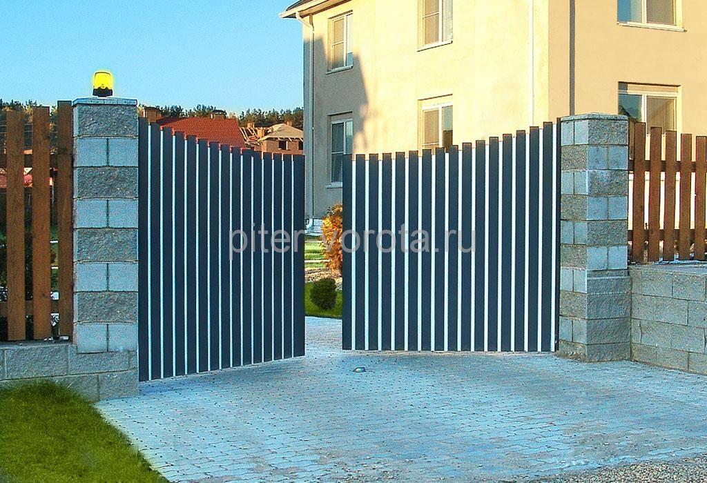 Установленные распашные ворота