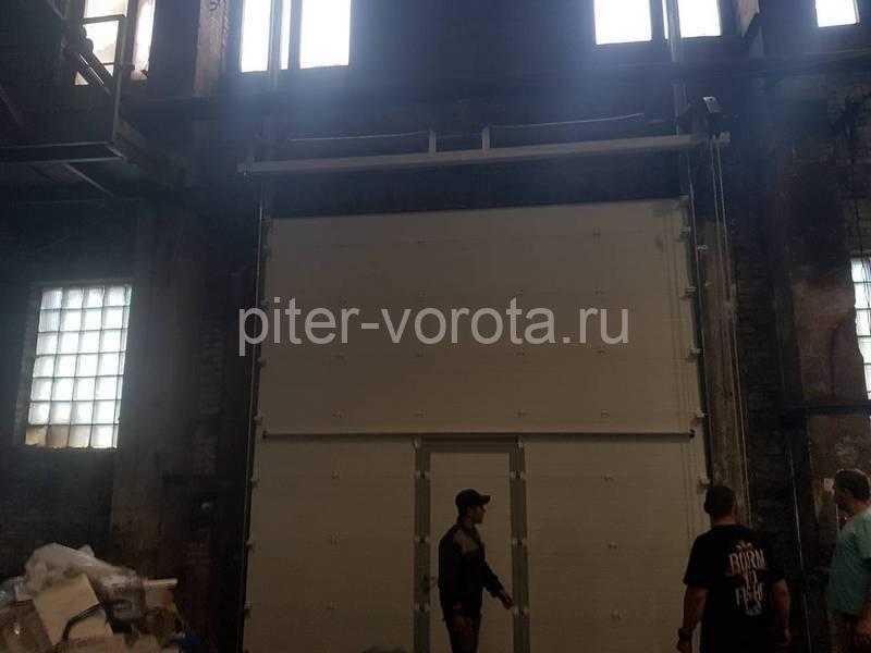 Промышленные подъёмно-секционные ворота Doorhan RSD01 на Шоссе Революции
