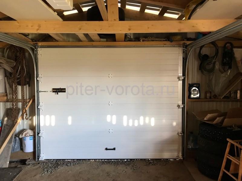 Гаражные подъёмно-секционные ворота Doorhan RSD01 в Пудости