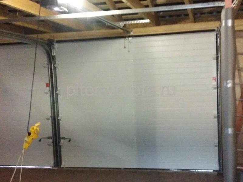 Гаражные подъёмно-секционные ворота DoorHan RSD01 в Васкелово