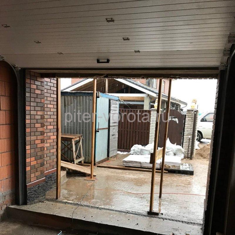 Гаражные подъёмно-секционные ворота DoorHan RSD02 в Балтийской Слободе