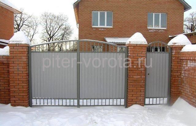 Вид ворот из профнастила